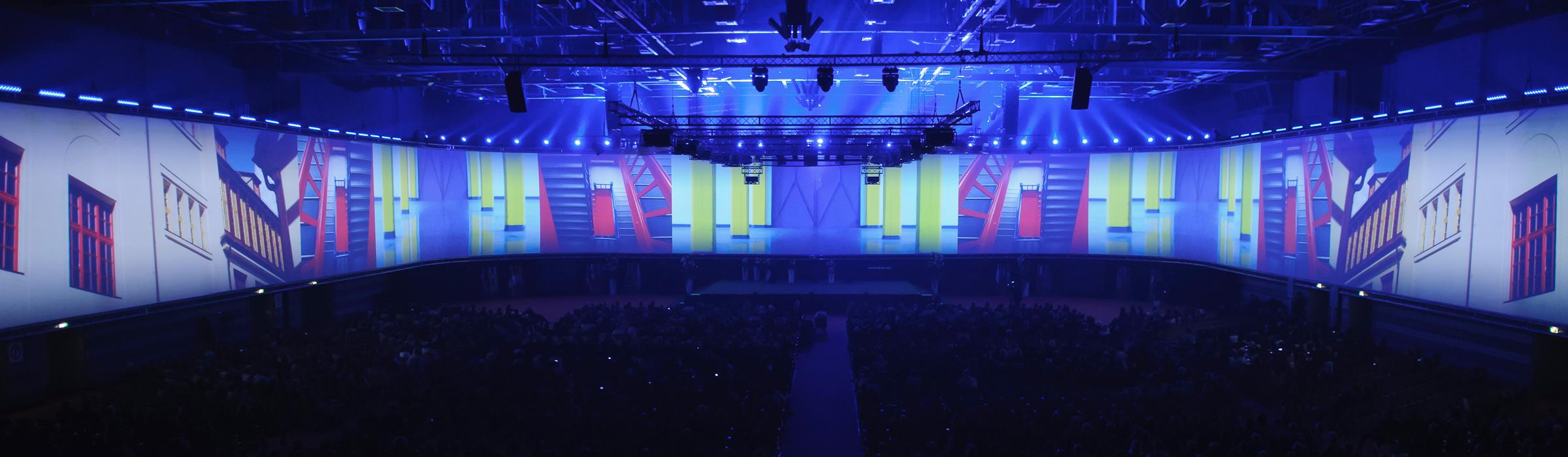 120m lange Projektion für Faber-Castell