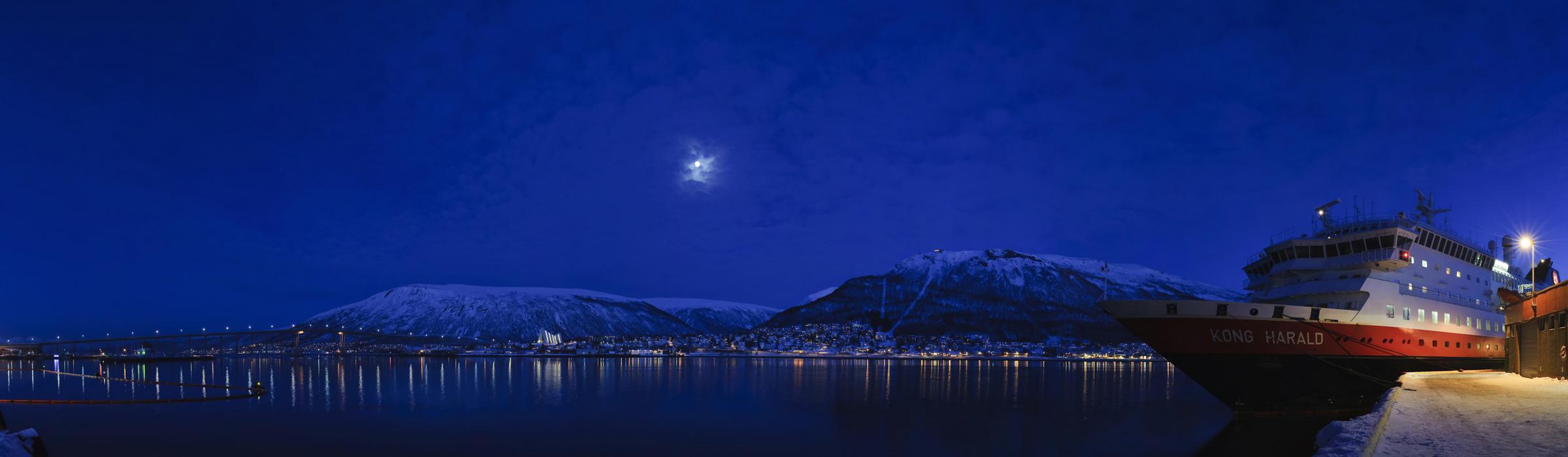 Winterreisen mit Hurtigruten - Panorama bei Nacht