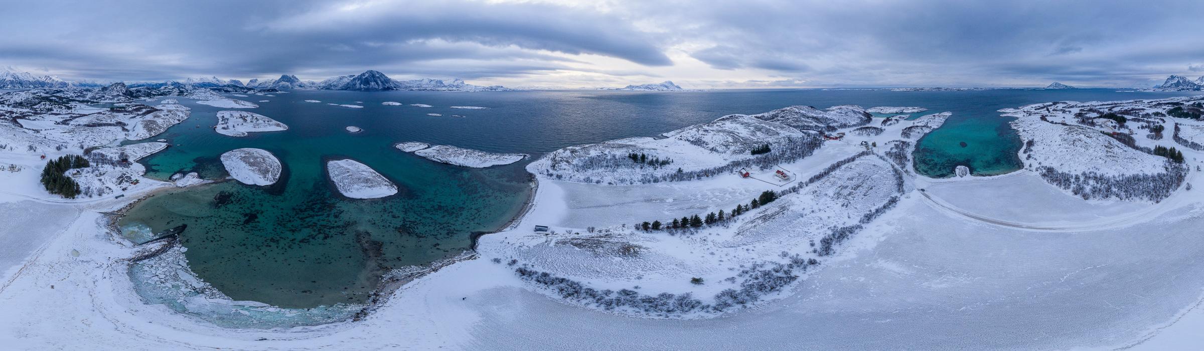 Drohnenpanorama vom eisigen Tjongsfjord